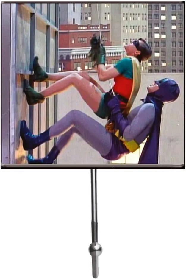 Cabideiro Movie Batman And Robin Climbing The Building em Vidro Urban