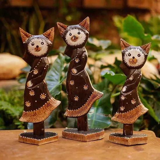 Trio de Gatos Marrons c/ Base de Coração