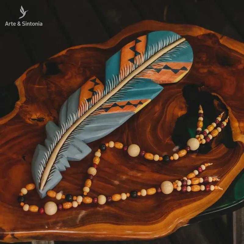 Escultura Pena c/ Cordão de Madeira