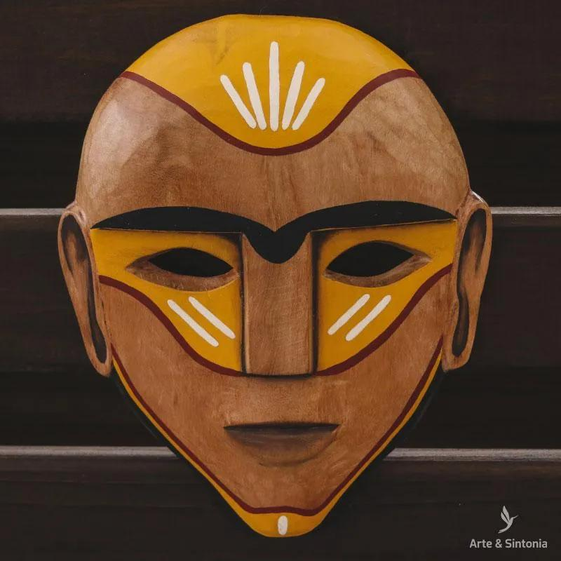 Máscara Étnica em Madeira   Brasil