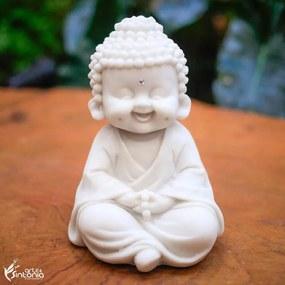 Monge Sentado Sorrindo com Covinhas P