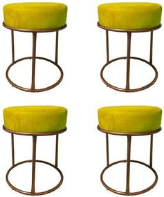 Kit 4 Puffs Decorativos Redondos Luxe Base de Aço Cobre Suede Amarelo - Sheep Estofados - Amarelo