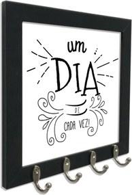 Quadro Oppen House Porta Chaves 24x24cm Frases Um Dia de Cada Vez Decorativo Chaveiro Moldura Preta